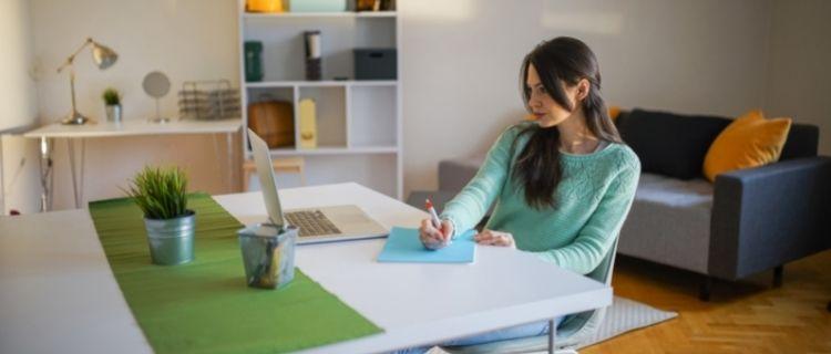 「施設」と「居宅」の2種類の働き方